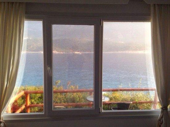 Korsan Ada Hotel : Uyandığımızda odamızdan görünen muhteşem deniz