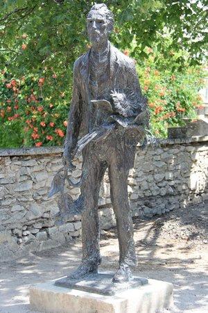Saint-Paul de Mausole : Statue of Van Gogh