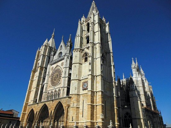 Santa Maria de Leon Cathedral: Impresionante  Catedral de León