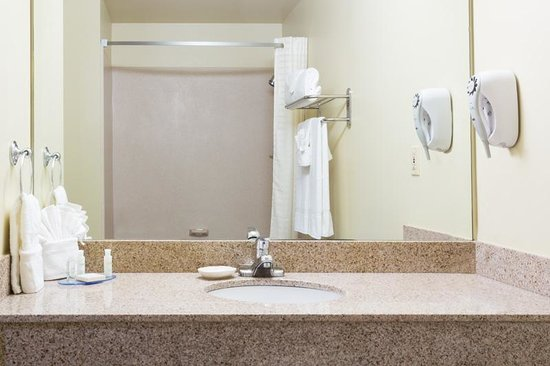 Best Western Plus Fort Lauderdale Airport/Cruise Port: Guest Bathroom