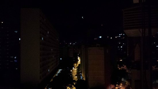 Atlântico Copacabana Hotel : Ao longe, acima, o Cristo