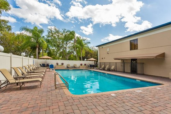 Best Western Plus Fort Lauderdale Airport/Cruise Port: Swimming Pool