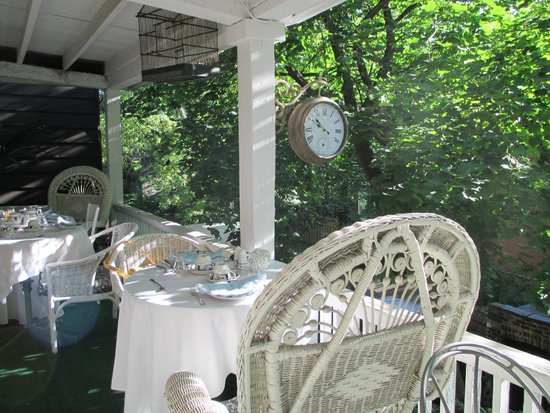 Admiral Saint George B&B : Breakfast on terrace