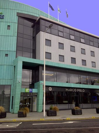 Holiday Inn Express Dundee: Outside View