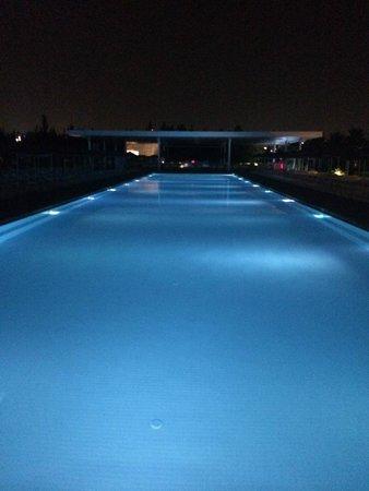 Hotel SU : piscina di notte