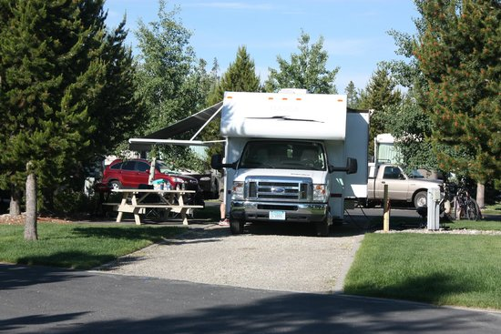 Yellowstone Grizzly RV Park: Our RV spot.