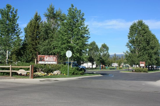 Yellowstone Grizzly RV Park: Grizzly's entrance