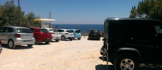 Praia da Marinha: Parque de estacionamento