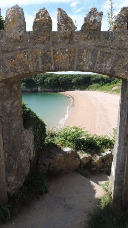 Barafundle Beach: Barafundle Bay arch from the top