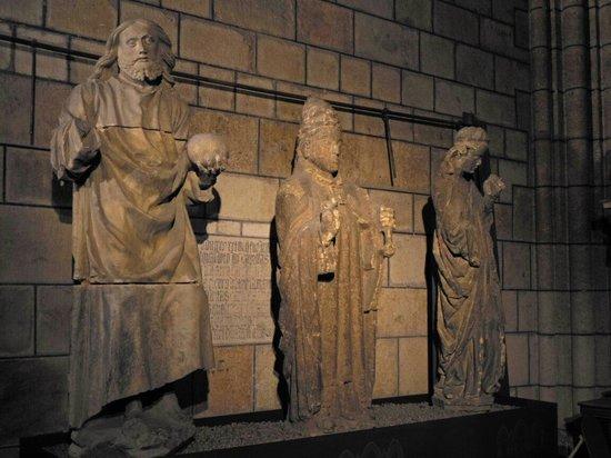 Santa Maria de Leon Cathedral: Estatuas en la Catedral de León