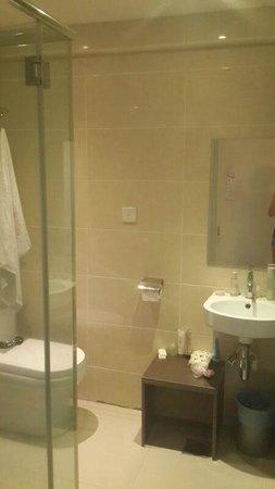 Sunbow Hotel Residency: ванна