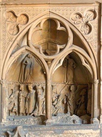 Catedral de León - Santa María de Regla: Detalle del Claustro de la Catedral de León