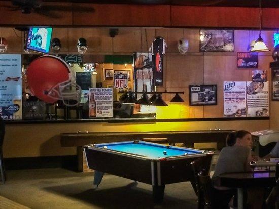 Bilo's Bar N' Grill : Billard Table and Decor in Bilo's