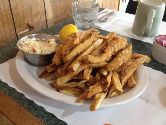 Carol & Earl's Restaurant: Fried yellow perch and chips.