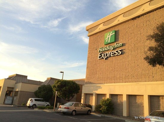 Holiday Inn Express @ Monterey Bay: El edificio