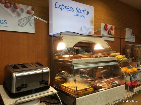 Holiday Inn Express At Monterey Bay: El desayuno