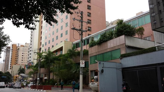 Pestana Sao Paulo : Fachada externa e a direita a área onde se deu a oficina
