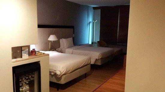 Pestana Sao Paulo : Quarto confortável comportando até 3 camas.