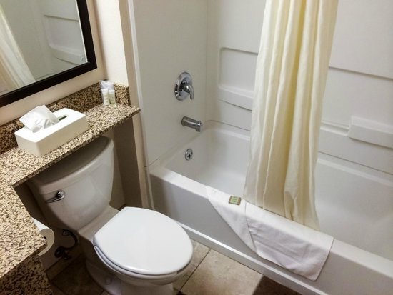 Super 8 Clearfield : Spotless Bathroom