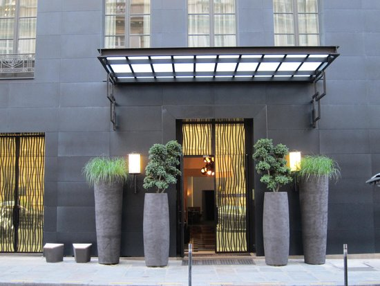 Hotel Marignan Champs-Elysées: Entréfasad