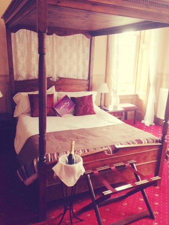 Columba House Hotel : Four Poster Bed