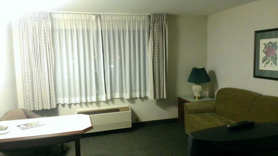 Shilo Inn Suites - Salem: Living Room