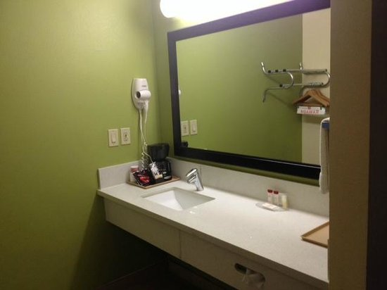 Ramada Anaheim Maingate North: Sink