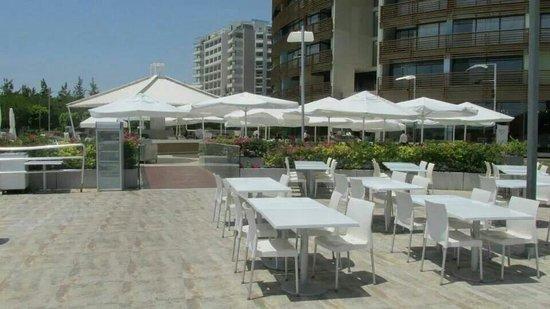 Kervansaray Lara Hotel : Outside seating of aquamarine restaurant