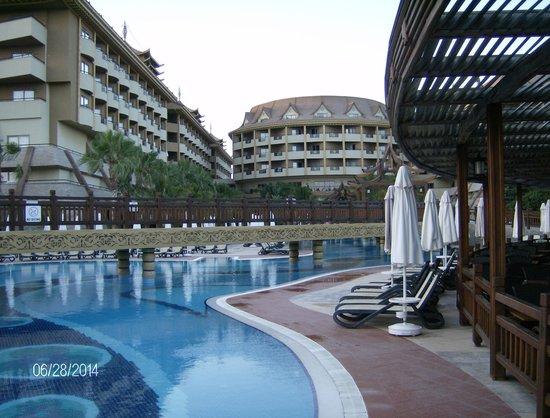 Royal Dragon Hotel: Pool