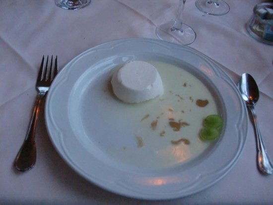 Auberge des Cevennes: panacotta with milky/cheesy sauce