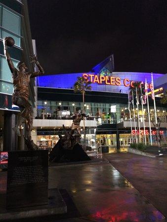 Staples Center: Faixada