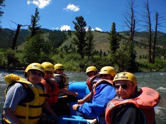 Montana Whitewater Raft Company: Having a great rafting trip down the Gallatin River
