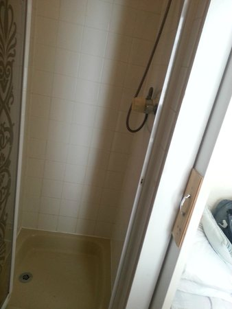 Surfside Hotel: Shower