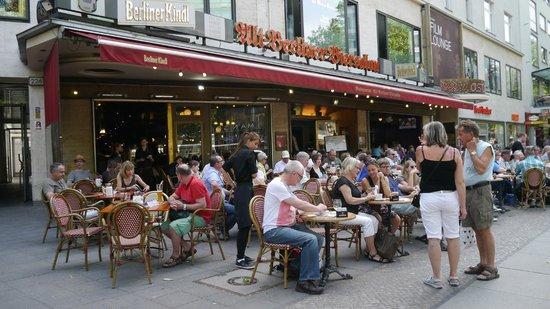 Alt Berliner Biersalon: customers