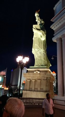 New York - New York Hotel and Casino: Outside the hotel