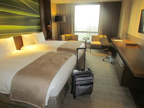 Marco Polo Ortigas Manila : the superior room that we booked