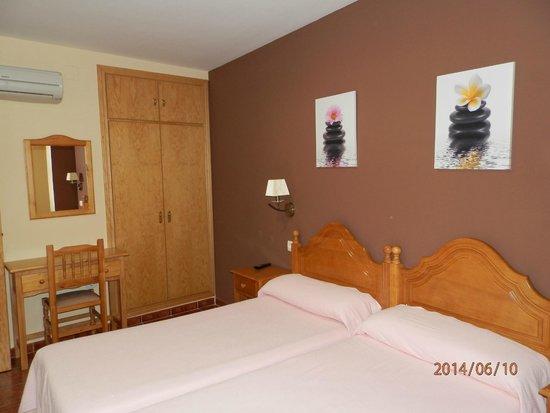Apartamentos Arquillo: bedroom