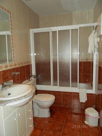 Apartamentos Arquillo: bathroom