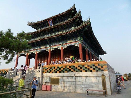 Jingshan Park (Jingshan Gongyuan): Храм на вершине