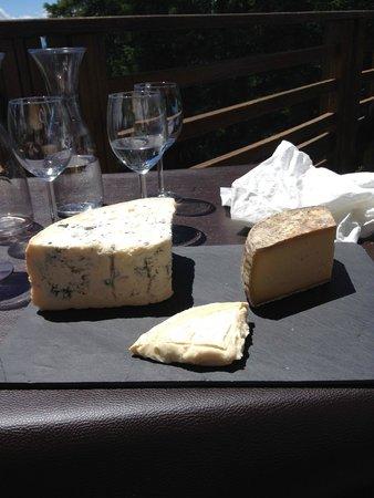 CHALET D'ALTITUDE DU SAPET : Beau plateau de fromage !!