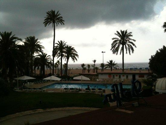 Gran Hotel Delfin : Vista de la piscina y la playa