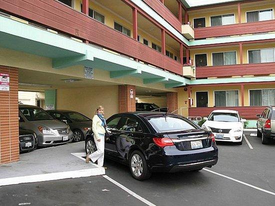 Motel Capri: Parking