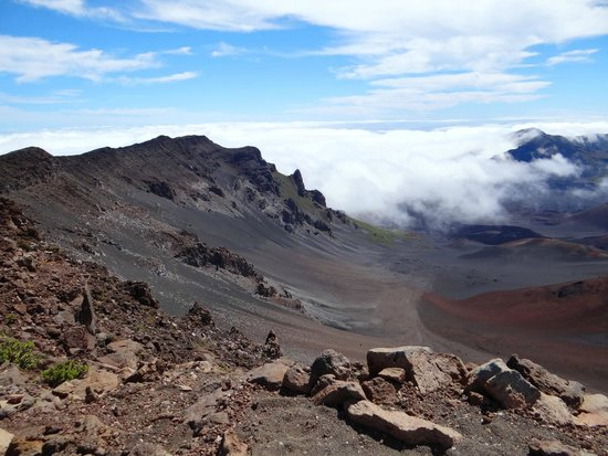 Haleakala Crater: Looking down into the crater