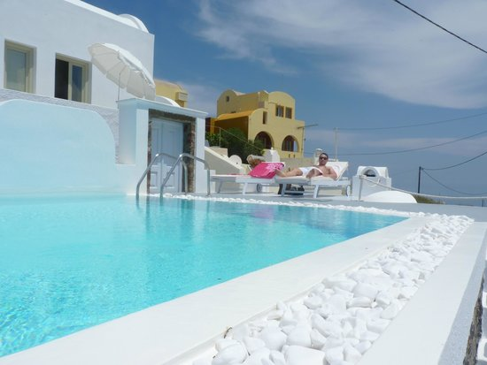 Altana Traditional Houses and Suites: piscine