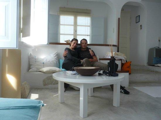 Altana Traditional Houses and Suites: dernière photo de la suite avant de rentrer chez nous - le jacuzzi est derrière nous