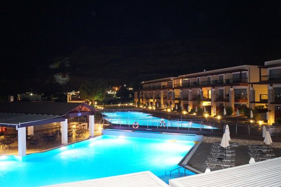 Island Blue Hotel: Island Blue pool at night