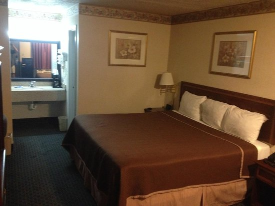 Americas Best Value Inn - Fredericksburg North: Very clean comfortable room
