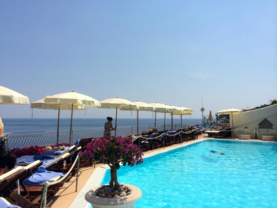 Covo Dei Saraceni: View from the pool restaurant & bar towards the sea