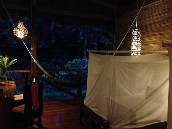 Refugio Amazonas: Room by night
