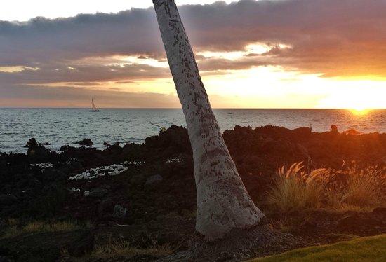 Hilton Waikoloa Village: sunset at end of fairway.